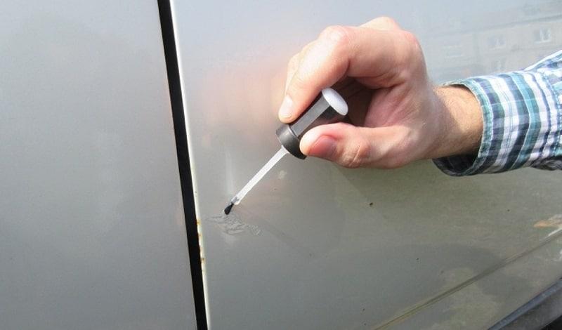 Как правильно подкрасить сколы на авто своими руками 59