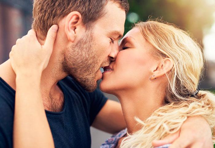 Где нужно целовать девушку чтобы довести её до состояния хотение секса